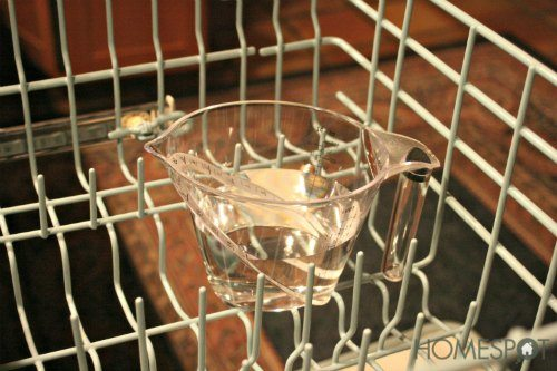 Cleaning trick for the dishwasher