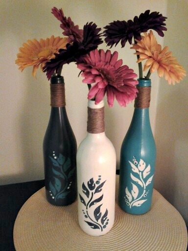 10 amazing wine bottle craft projects for Easy wine bottle painting ideas