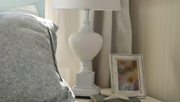 How to Paint a Lamp With Spray Paint